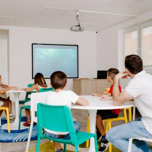 Produženi boravak za decu - Učenje uz moderna pomagala